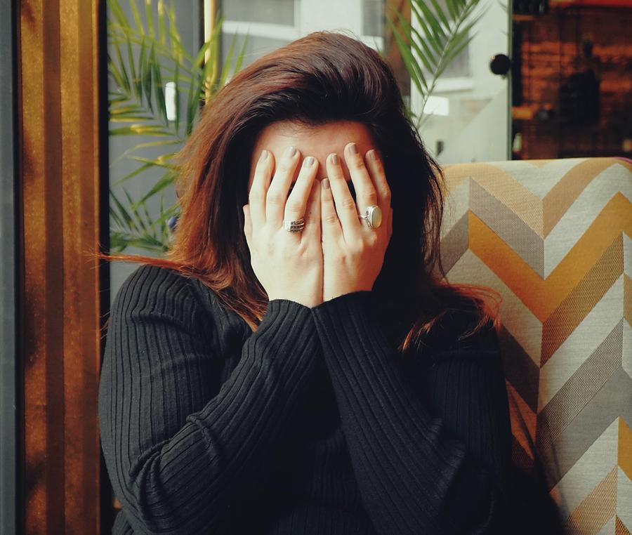 Psychische klachten - Handen voor het gezicht